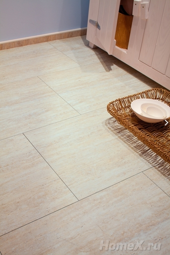 Click and lock vinyl tile flooring